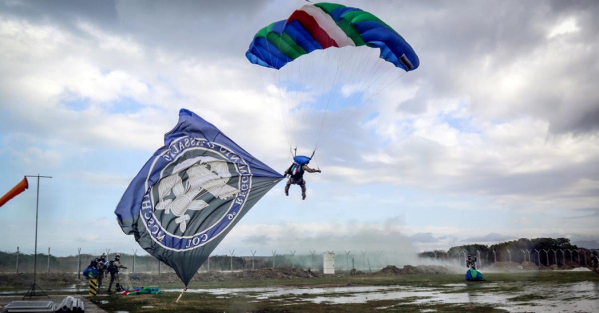 """Come entrare nel Reggimento d'assalto paracadutisti """"Col Moschin"""" dell'Esercito Italiano"""